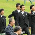 Photos: [140420中山11R皐月賞]TOKIOの皆さん「イスラボニータだ!」「福島で飼いたいなー」「怒られるやろ」「かわいいねー」「ってか写真撮られてるなーこっちも大丈夫かな」