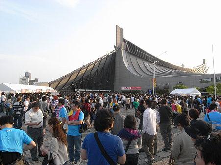 Perfumeライブに向かう人@代々木体育館06