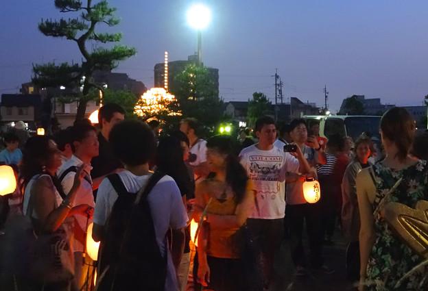 堀川まつり 2014 No - 159:提灯行列に参加する為 集まる人々と「まきわら船」