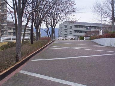 不可解な歩道の出っ張り_城山1(修正)