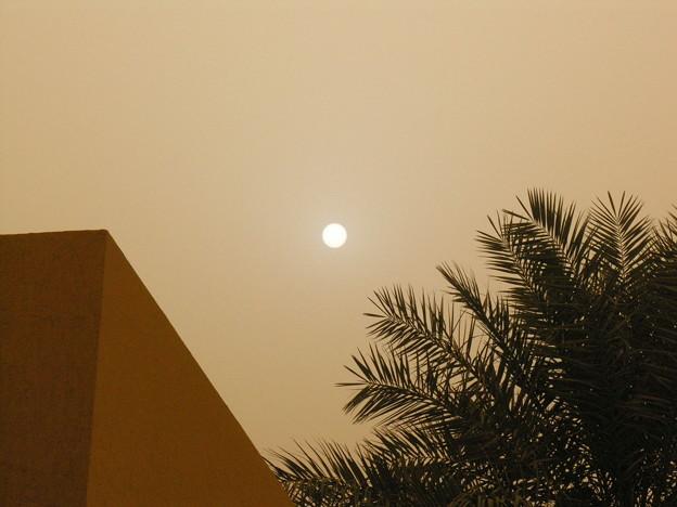 砂嵐と太陽 2006年6月20日 ハルツーム、スーダン