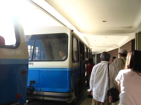 ホノルル、バス移動