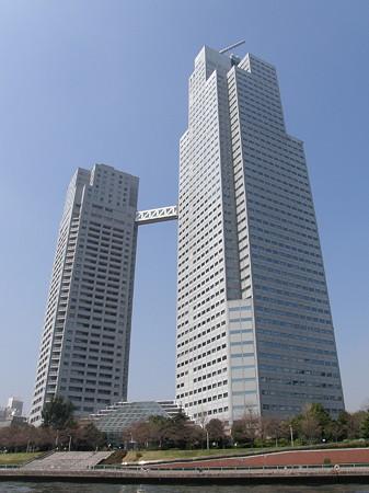 東京新阪急ホテル(左)&セントルークスタワー(右)