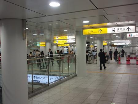 日吉駅改札口