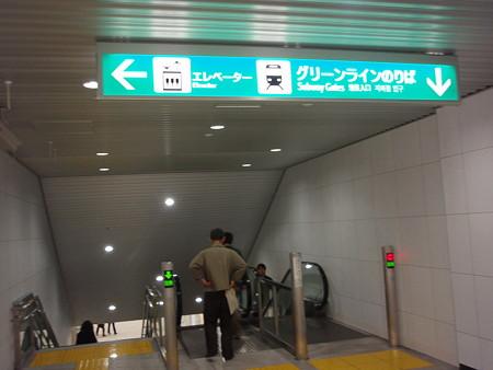 地下鉄連絡エスカレーター(中山駅)