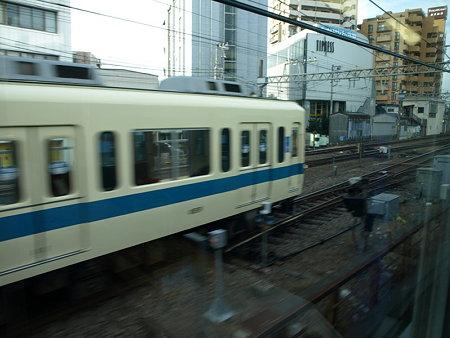 E231系グリーン車からの車窓(小田急藤沢駅)