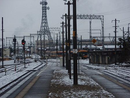 近鉄特急(JR松阪駅から見た)
