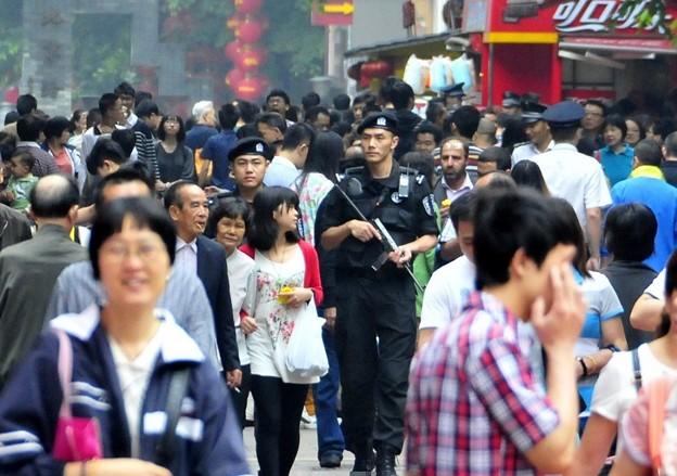 広州 1万名の警官で警備 (4)