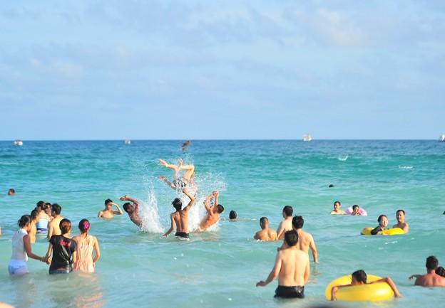 写真: 中国のハワイ 海南島で海水浴~~ (4)