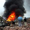 Photos: 温州で爆発炎上 見物客100人 (5)