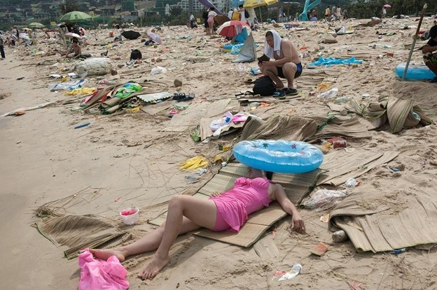 ゴミ捨て場か?な深圳の海水浴場(笑) (3)
