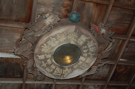 東大寺 手水舎天井 方位盤
