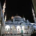 写真: 夜の祈り響き渡る
