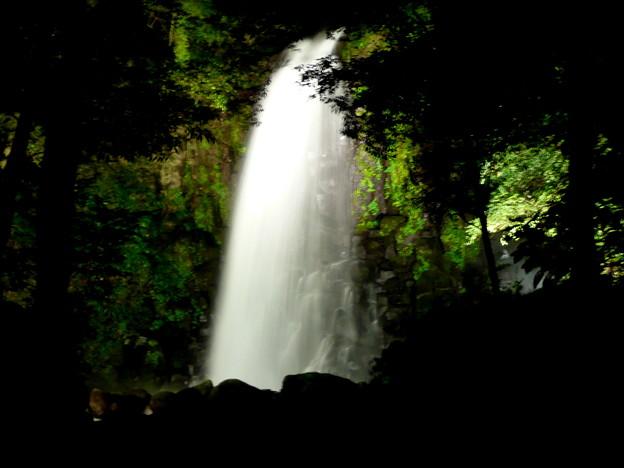 白糸の滝夜のライトアップ0001