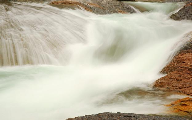 鱒飛の滝 上段