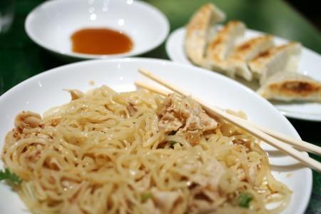 豚しゃぶともやしの冷麺+餃子(吉祥寺・万豚記)