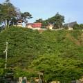 義経寺は高台に建つ