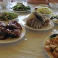 写真: 素朴な昼食