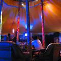 写真: 草原の酒場