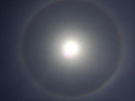 太陽にかかる虹
