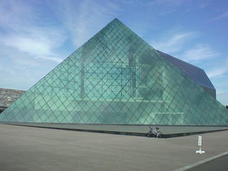 モエレ沼 ガラスのピラミッド