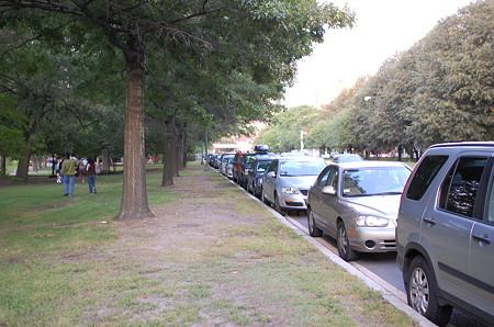 Strrow Driveの臨時駐車場