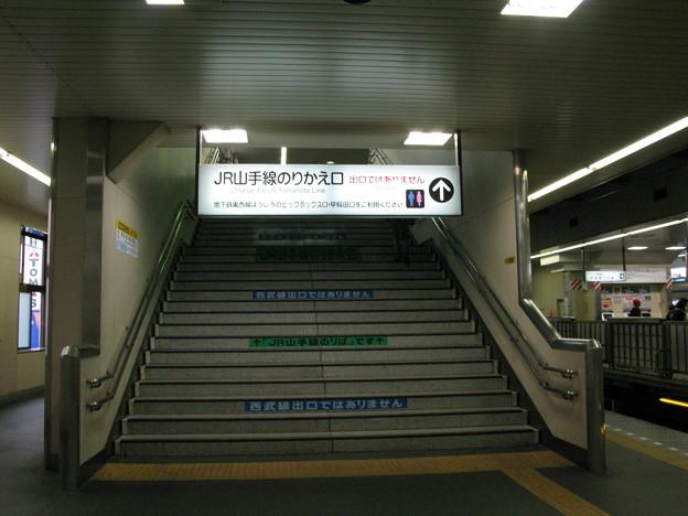 西武新宿線ホームからJR山手線へ乗り換え