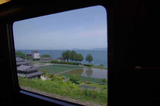 s6939_車窓_琵琶湖