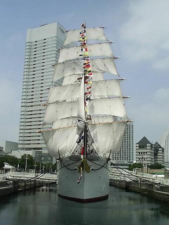 日本丸 前から (3)