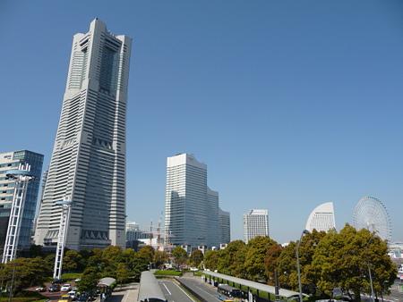 090409-MM21 ランドマークタワーと桜