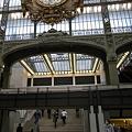 オルセー美術館入り口方向の大時計