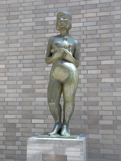 彫像江戸川文化会館13657