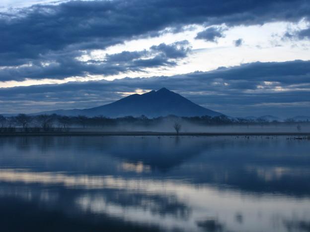 黎明・紫の峰