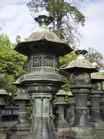 唐門前の灯籠