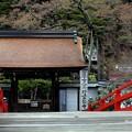 Photos: 表門と石標
