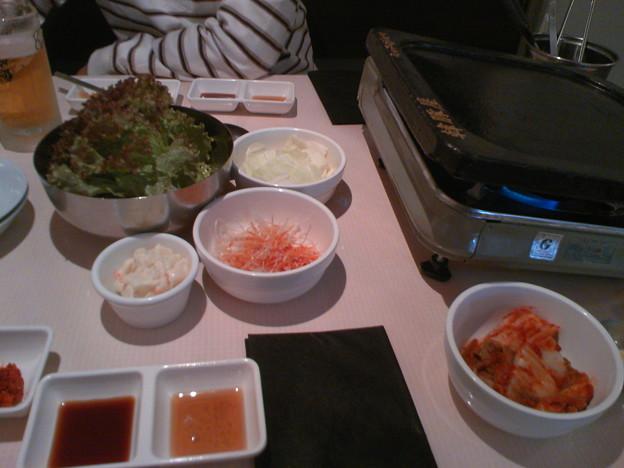 写真: 韓豚屋(ハンテジヤ)テーブル