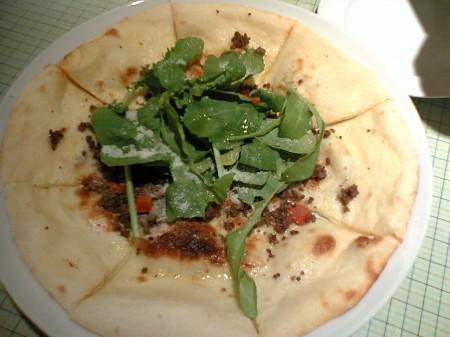 ガルロ・ネロ 新宿ミロード店 肉そぼろとルッコラのパルミジャーノ風味ピッツァ