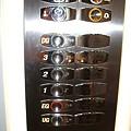 """Photos: DSCF0699 ミュンヘンのエレベーター """"1""""は2階"""
