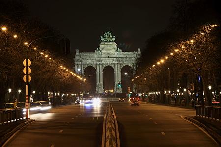 夜のサンカントネール凱旋門