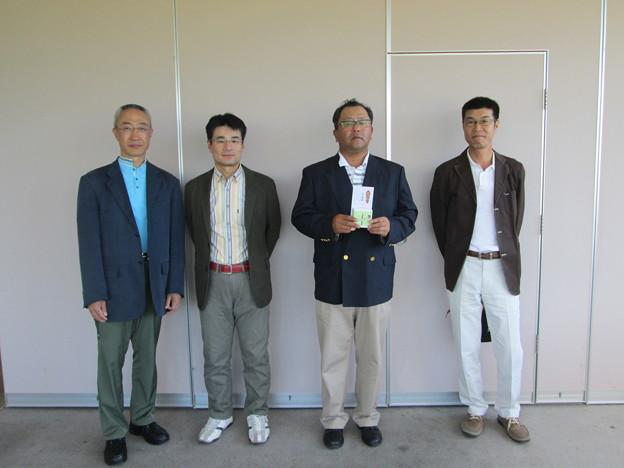 写真: 足利カントリークラブ飛駒コースの月例杯終了後のアシカンファミリーの寿さんが第2位入賞 2014.5.18