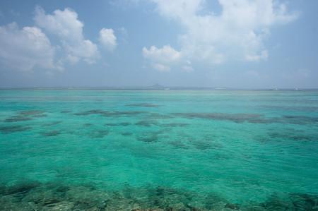 水納島から伊江島を望む
