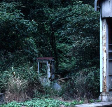 転車台の操作室(JR芸備線・木次線備後落合駅,1998/9/21)(s103/25a)