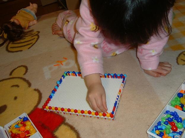 集中する3歳児