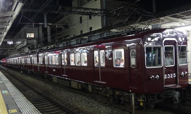 Photos: 阪急電鉄2300系(2325編成) 京都線普通列車