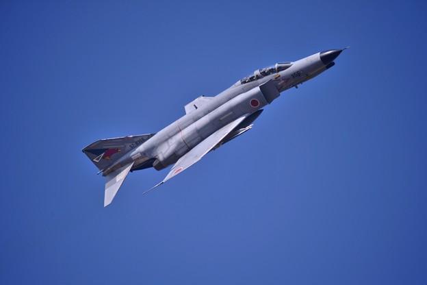 朝の百里基地 第302飛行隊F-4EJ改ファントム テイクオフ? 鋭くひねる・・20140221