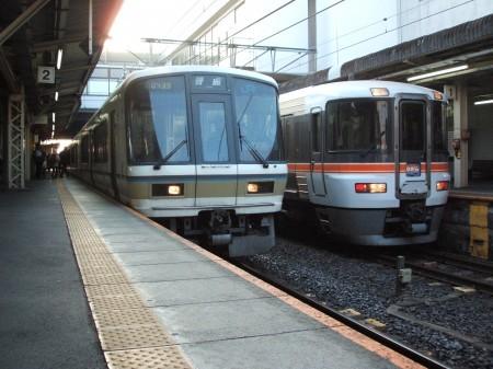 大垣駅で接続する加古川行き普通車両