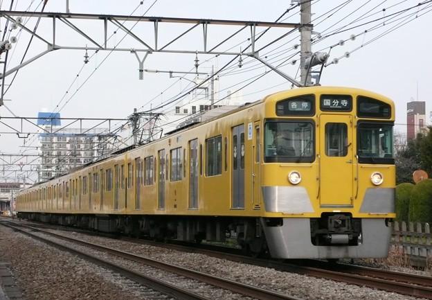 写真: 西武2000系(西武新宿線)(2009年2月撮影)