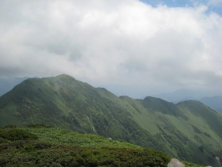 ちち山にから冠山に続く稜線
