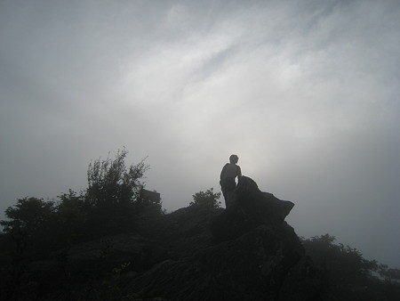 大峰山山頂手前のtakさん