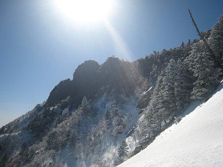 二ノ鎖手前から望む石鎚山山頂